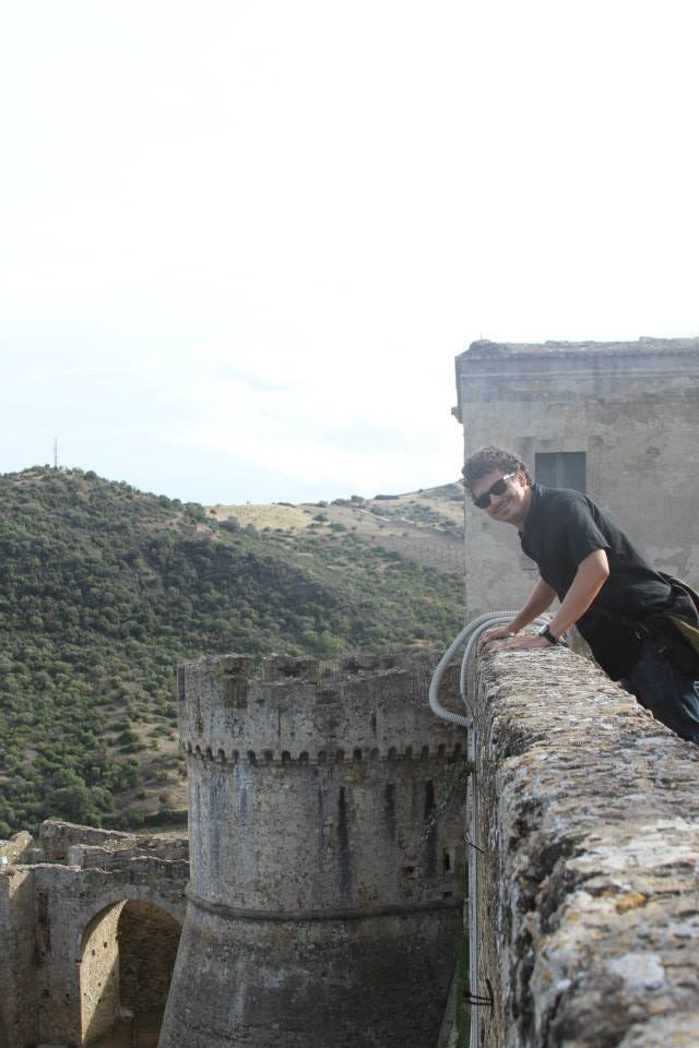 Vid Petrovic leaning out over the battlements of Castello Svevo di Rocca Imperiale.